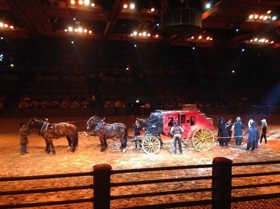 Buffalo Bill's Wild West Show with Mickey & Friends: diligencia...