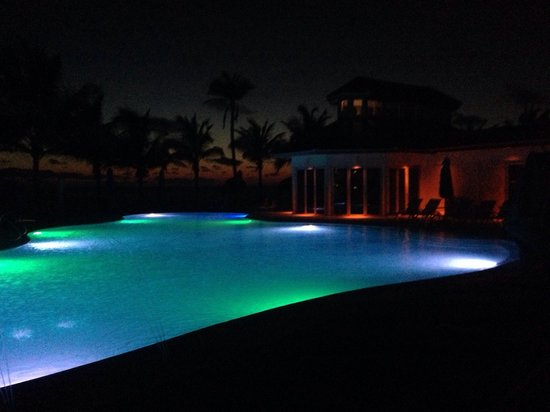 Naples Beach Hotel and Golf Club: Pool Illumination in der Nacht