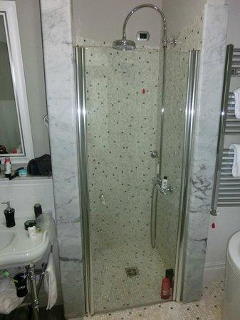 Demetra Hotel: Separat dusch