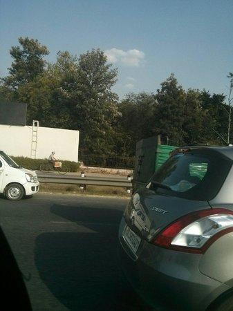 juSTa Panchsheel Park, New Delhi: Approach road to justa