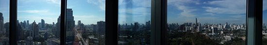 SO Sofitel Bangkok : Panaromic View of Lumphini Park / BKK