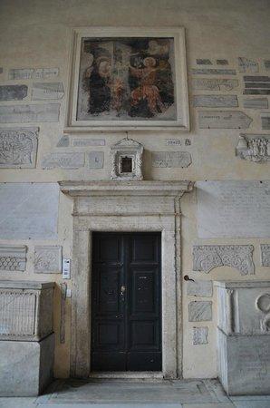 Santa Maria in Trastevere: Entrée