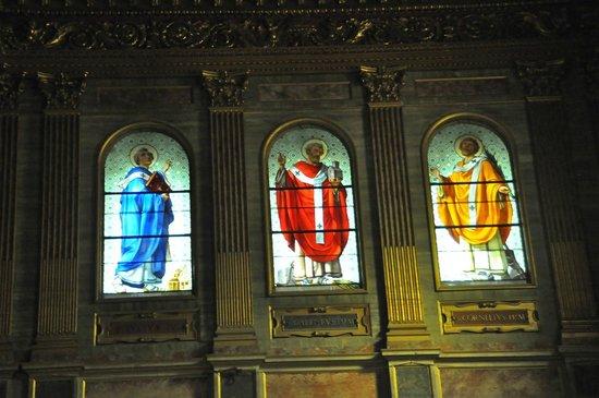 Santa Maria in Trastevere: Vitraux