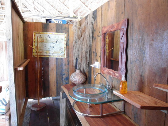 Kurupira Floating Cabin Amazonas : Entrada al baño