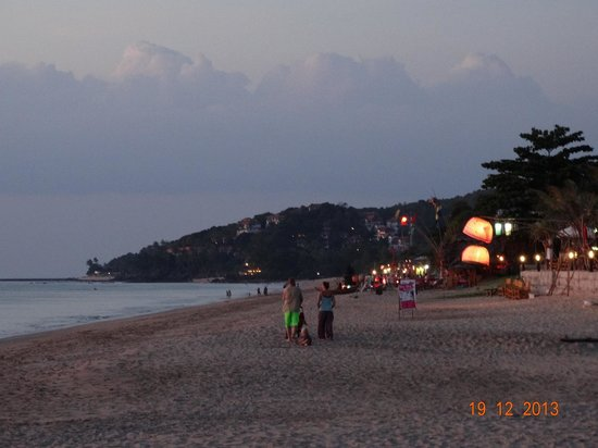 Lanta Nature Beach Resort: Beach in the evening
