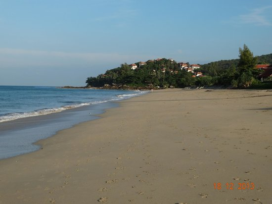 Lanta Nature Beach Resort: Beach around the resort