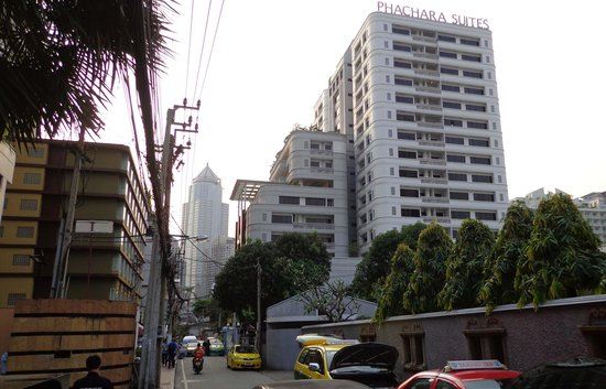Phachara Suites from Soi 8 end of Soi 6
