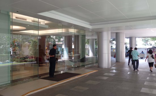 Phachara Suites: Entrance