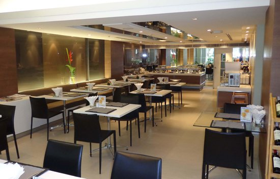 Phachara Suites: Breakfast area