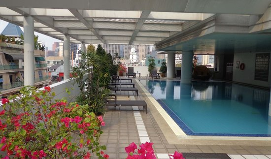 Phachara Suites : Pool - very nice