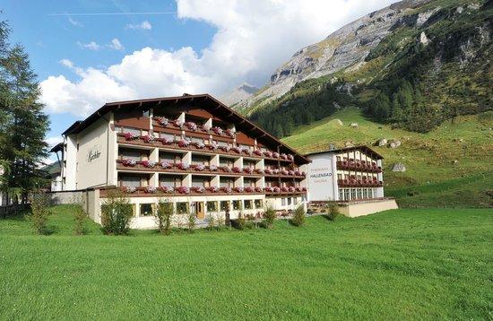 Thermal-Badhotel Kirchler: Das Thermal Badhotel Kirchler im Sommer