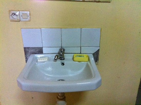 Motel du Mont Huye : Sink in room