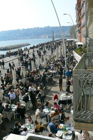 Partenope Relais: Napolitains le weekend... très sympa mais super bruyant