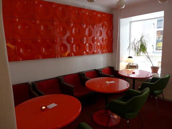 Kohvik Must Puudel: funky cafe