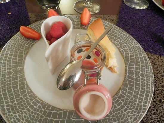 L'Empreinte By Yannick Lecoq : Cheesecake citron, smoothie fruits rouges, mousse chocolat blanc / framboise