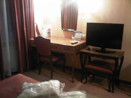 Danubius Grand Hotel Margitsziget: Part of the room