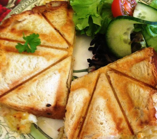 forest edge cafe and teahouse: Cheese toastie.  Yum!
