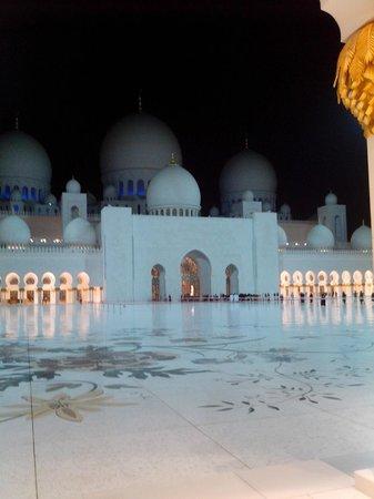 Mezquita Sheikh Zayed: Interna