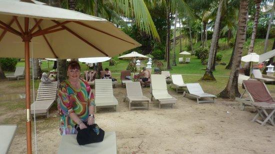 Cape Panwa Hotel: Installation sous les cocotiers