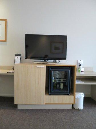 Desert Gardens Hotel, Ayers Rock Resort: TV im Zimmer