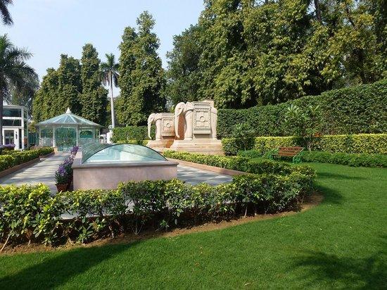 The Imperial Hotel: Green garden