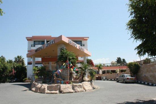 Avlida Hotel: Главный вход.
