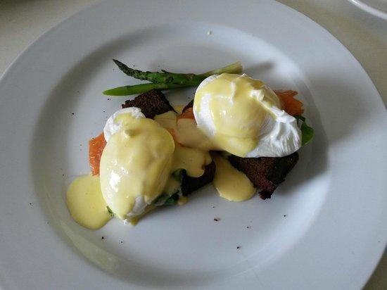 65 on Main: Eggs florentine