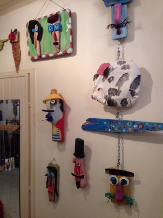Artrovinj: Funny, creative use of things collected and enhanced by the artist