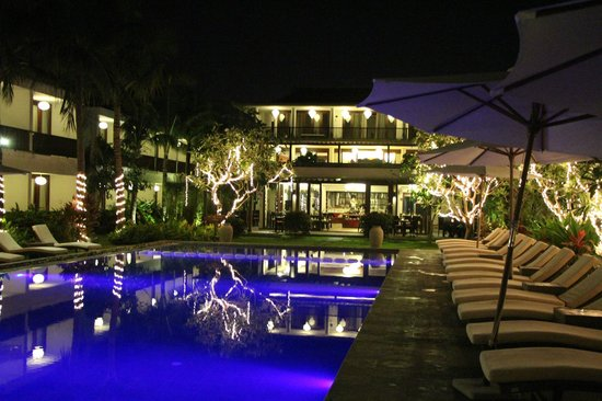 Vinh Hung Emerald Resort: Pool bei Nacht
