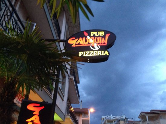 Gauguin Pizzeria Birreria: Esterno.