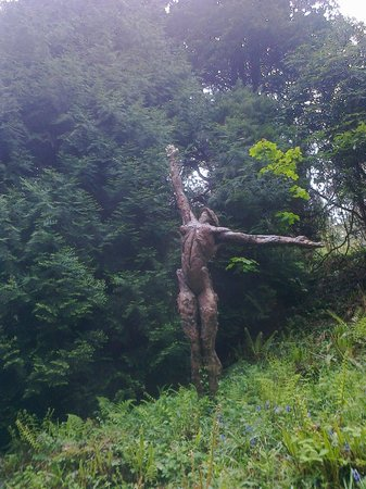 Broomhill Sculpture Garden: Larger than life size.