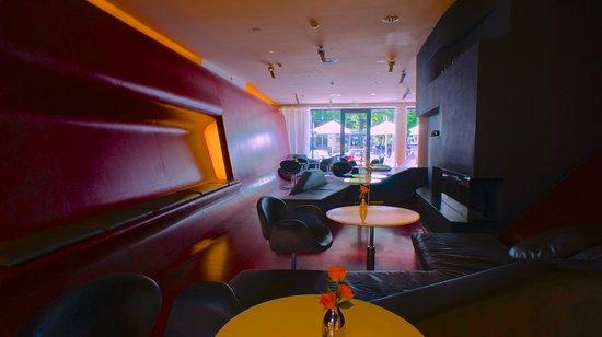 Hotel Q!: bar