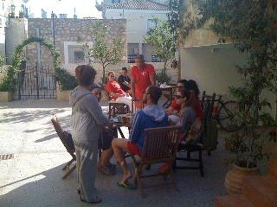 Twin House Hotel: Ενημέρωση Lifeguard Hellas πριν το Spetses mini Marathon2013
