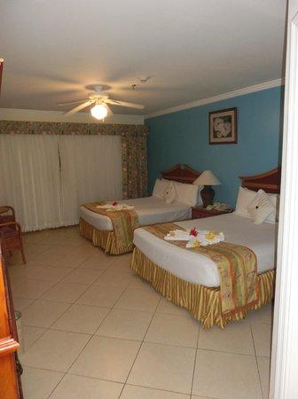 Bay Gardens Beach Resort : Blick ins Zimmer
