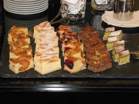 Falkensteiner Schlosshotel Velden: sweets......