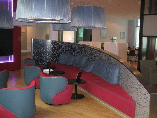 IntercityHotel Berlin Hauptbahnhof: Lobby