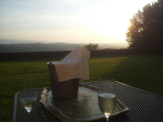 Pratello Country Resort : Prosecco on the terrace