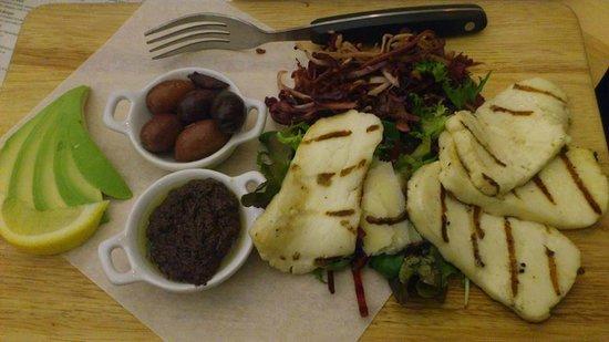 The Circle Eatery : Avocado, halloumi, olive tepenade
