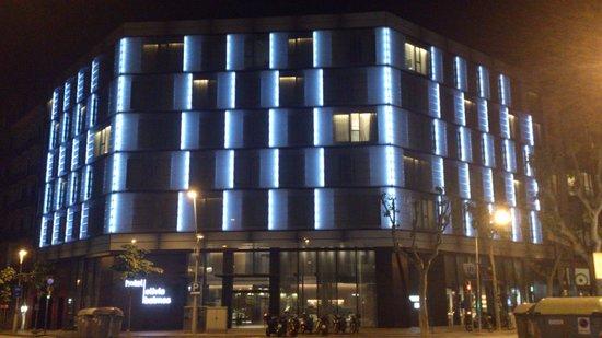 Hotel Olivia Balmes: Vue de nuit