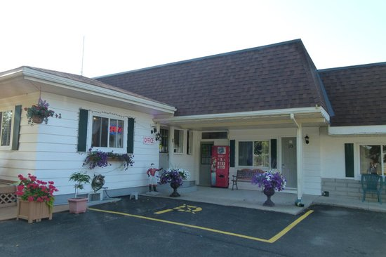 Country Squire Motel: Office entrance