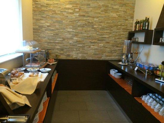 Ahotel Hotel Ljubljana: Buffet breakfast