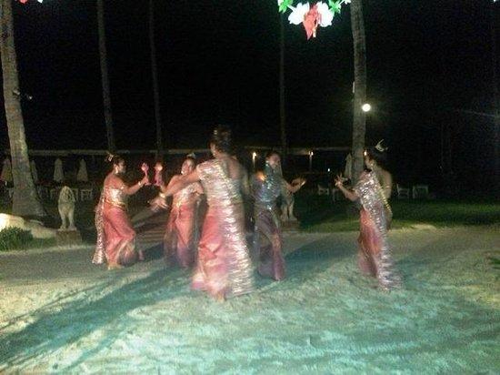 Phi Phi Island Village Beach Resort : Traditional Thai Dancing