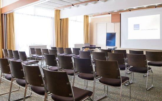 Novotel Antibes Sophia Antipolis : Salle de réunion