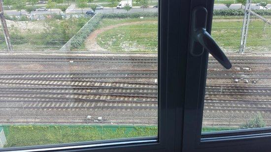 Appart'City Confort Lyon Part-Dieu : Uitzicht op de drukke spoorlijn