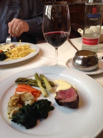 Weiningen, Switzerland: Chateaubriand in der  Linde