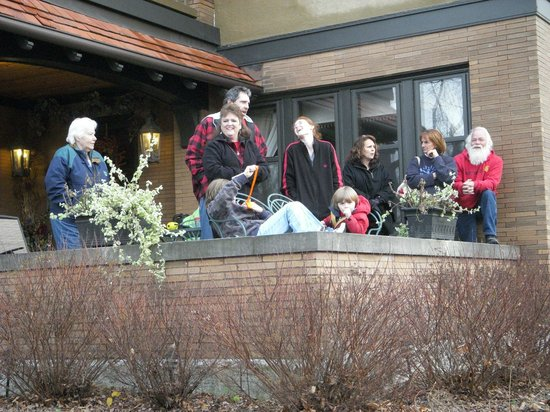 Westphal Mansion Inn Bed & Breakfast: Enjoy watching the Hartford Christmas Parade from the front porch