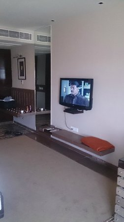 Country Inn & Suites By Carlson Ajmer: TV in Room