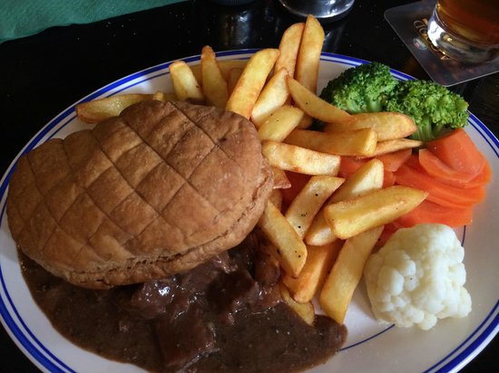 Kirkstone Pass Inn: Steak and Ale Pie YUM!!