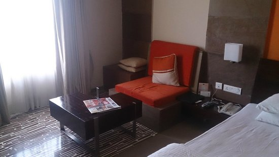 Ramada Ajmer: Room Sitting