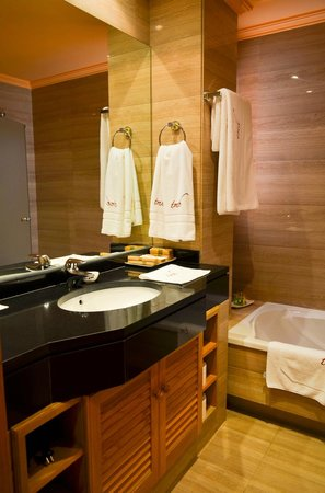 The Marbella Heights Boutique Hotel: Khao Lak bathroom